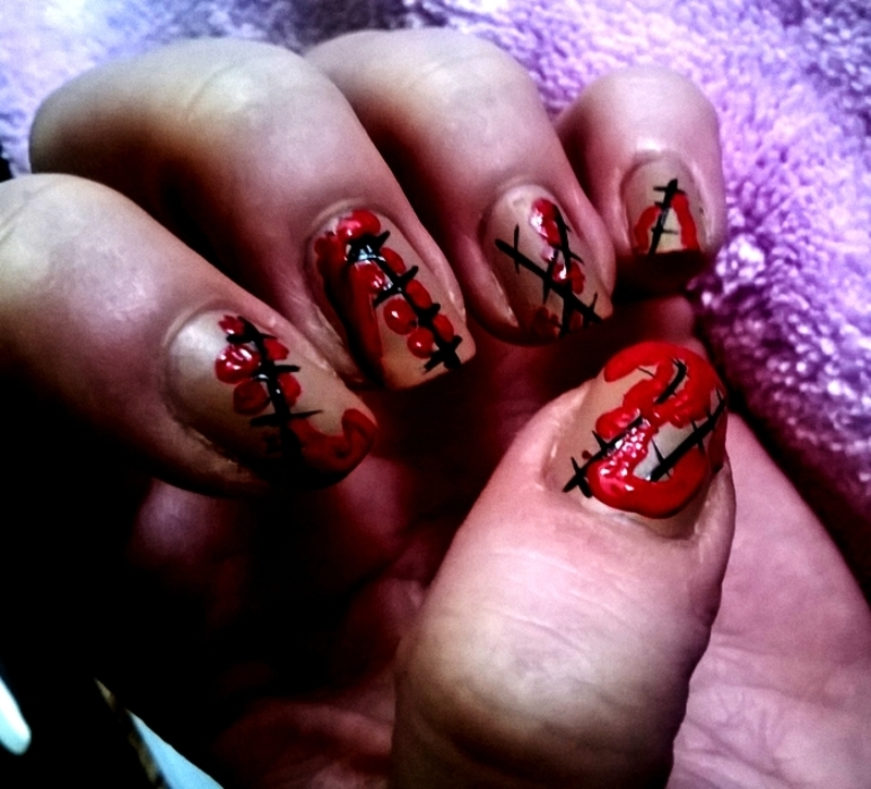 Halloween: Bloody scars nail art by Mila