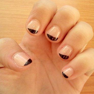 Geometric black nail art by Daniela Kelečeniova
