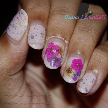 Floral with A England - Iseult nail art by Tatiane