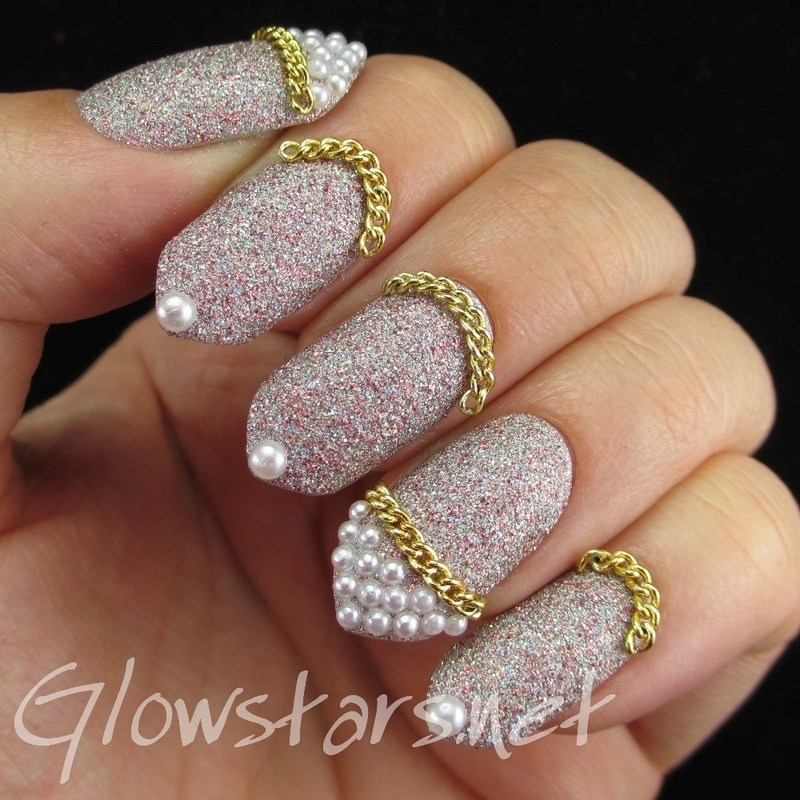 Glitter, chains and pearls nail art by Vic 'Glowstars' Pires