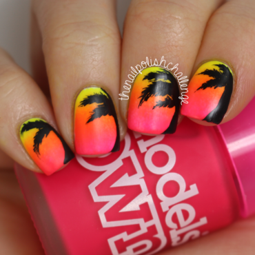 Palm Tree Gradient nail art by Kelli Dobrin
