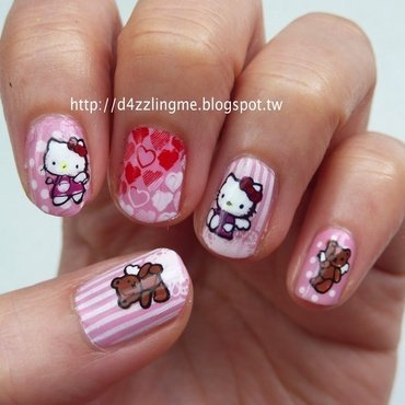 Hello Kitty  nail art by D4zzling Me