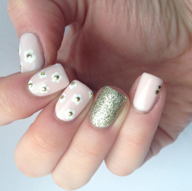 Delicate Daisies nail art by NailThatDesign
