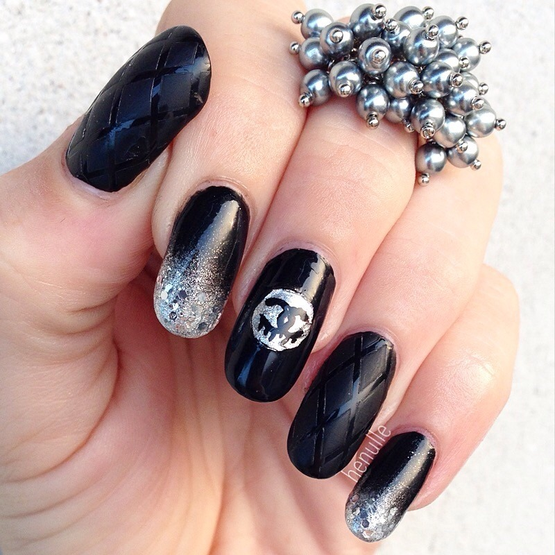 Classy, luxurious Chanel nails nail art by Henulle