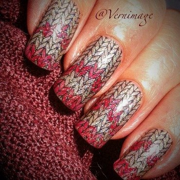 Simple Fair Isle jacquard pattern nail art by Vernimage