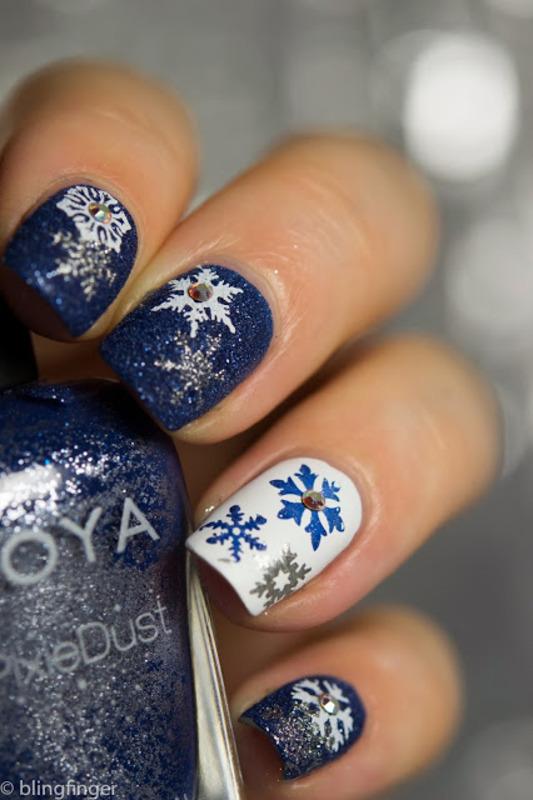 Snowflake Stamp nail art by  Petra  - Blingfinger