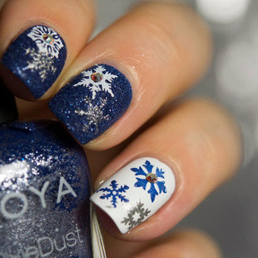 Snowflake Stamp nail art by  Petra  - Blingfinger