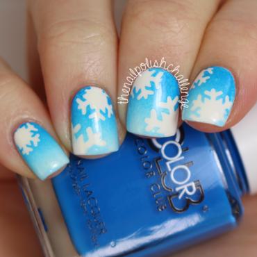 Snowflake Gradient Nail Art nail art by Kelli Dobrin