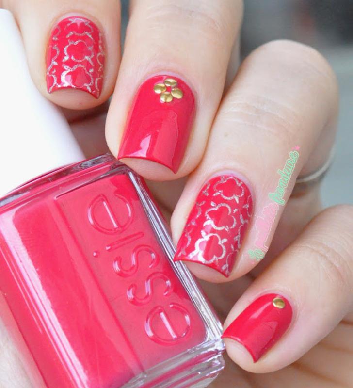 Festive quaterfoil nail art by nathalie lapaillettefrondeuse