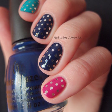 Glitter Dots nail art by Veronika Sovcikova