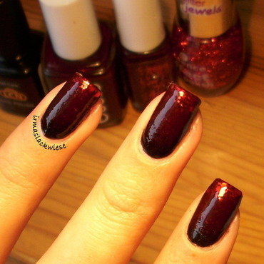 black red glitter gradient nail art by irma