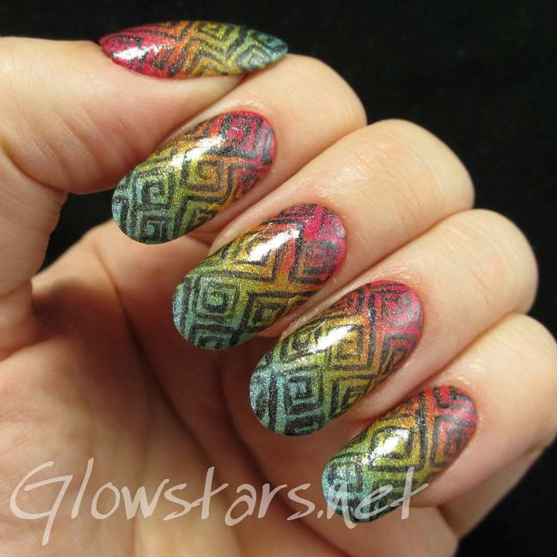 Square spirals over a holographic gradient nail art by Vic 'Glowstars' Pires