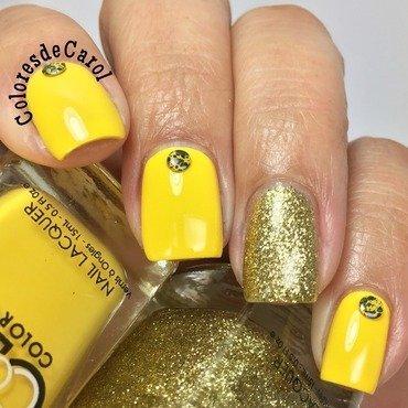 Yellow/Gold nail art by Carolina Garcia