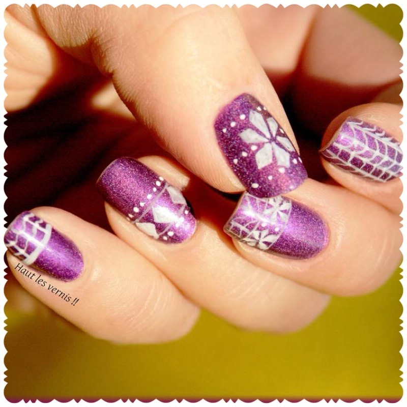 Pull over nail art by Elodie Mayer