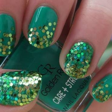 Green Glitter Gradient nail art by Iulia