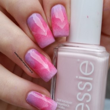 Scaled Gradient nail art by NailartAddicted