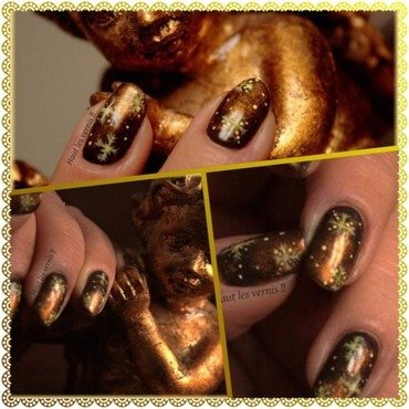 Christmas is coming nail art by Elodie Mayer