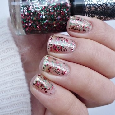 Rimmel Glitter Bomb 020 Midnight Mistletoe Swatch by Romana