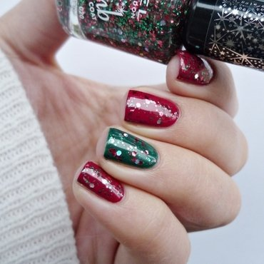 China Glaze Tip Your Hat, Rimmel Glitter Bomb 020 Midnight Mistletoe, and Essence A walk in the park Swatch by Romana