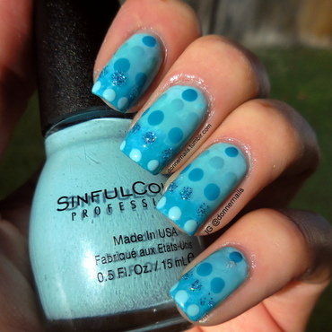 Blue Gradient 'n Dots nail art by Donner