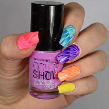 Neon reciprocal scaled gradient skittle nail art by simplynailogical