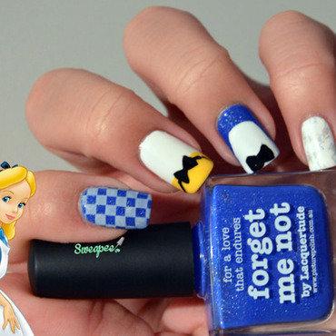 Alice in wonderland  nail art by Sweapee