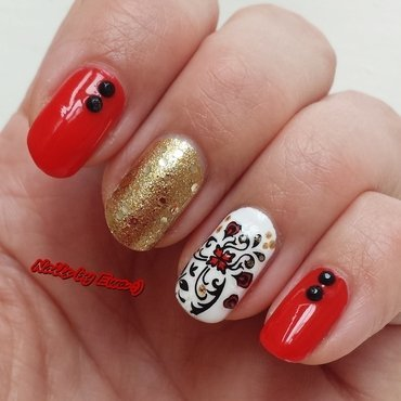 Red/gold flower nail art by Ewa