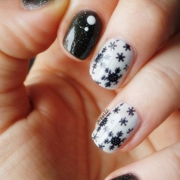 snow black nail art by Pmabelle