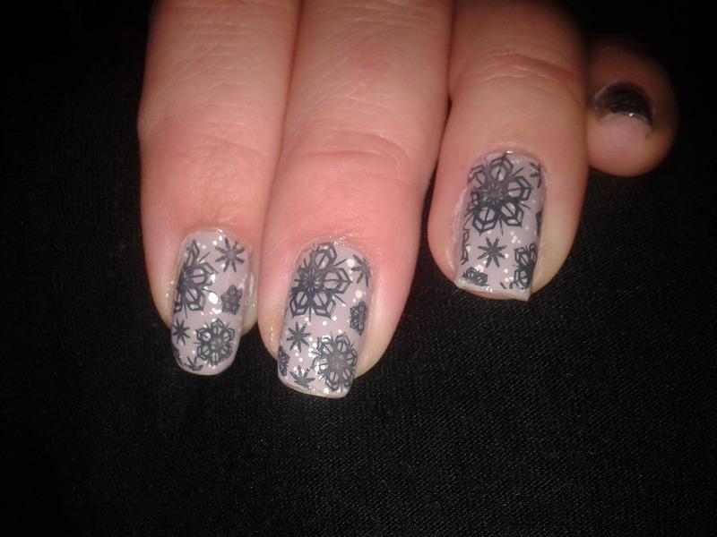 Snowflakes in Prague nail art by Jájis