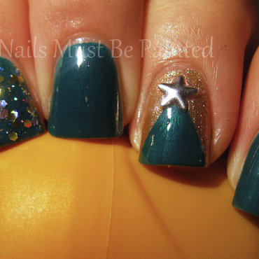 Christmas Tree, Oh Christmas Tree... nail art by Emily