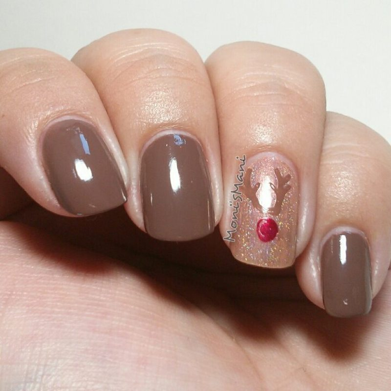 holo rudolph nail art by Moni'sMani