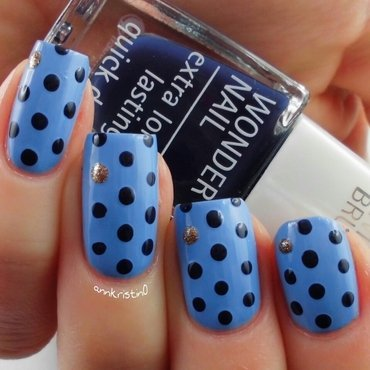 Blue Dotticure nail art by Ann-Kristin