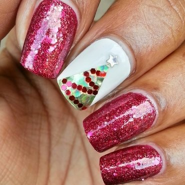 Oh Holo Christmas Tree 🎄 nail art by Tonya