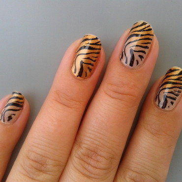 Gradient Tiger nail art by Jájis