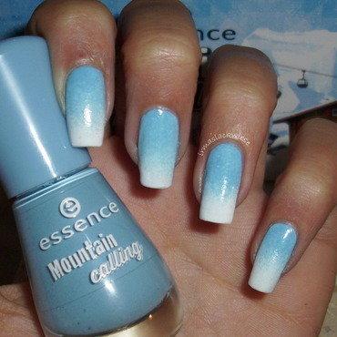 white blue gradient nail art by irma