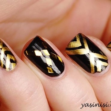 Black&Gold nail art by Yasinisi