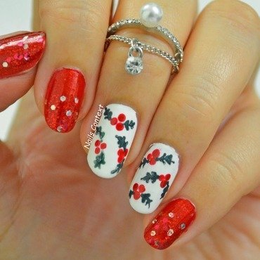 Mistletoe Nail Art nail art by NailsContext