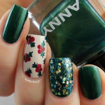 Mistletoe Glitter nail art by Ann-Kristin