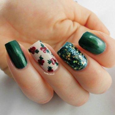 Mistletoe Side nail art by Ann-Kristin