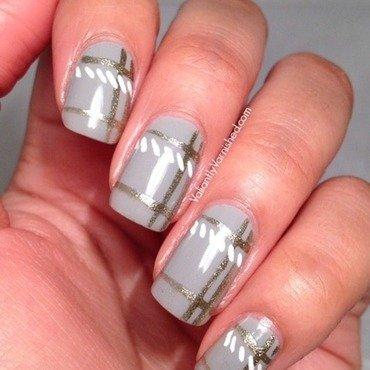 Minimalist plaid nail art pic1 thumb370f