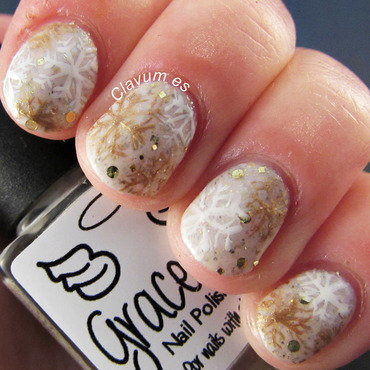 I'm Dreaming of a White Christmas nail art by Melissa (Clavum Es)