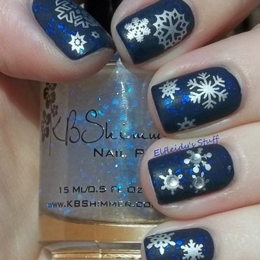 Snowflakie mani nail art by Jenette Maitland-Tomblin