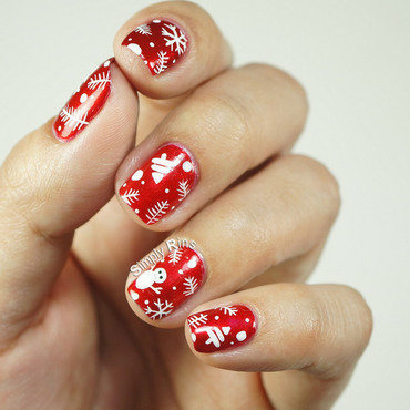 Christmas Wrapper nail art by Rina Alcantara