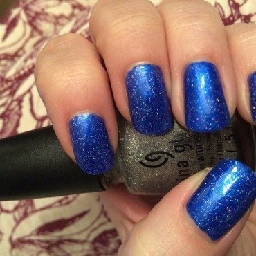 Blue sparkle nail art by Tiger Carla