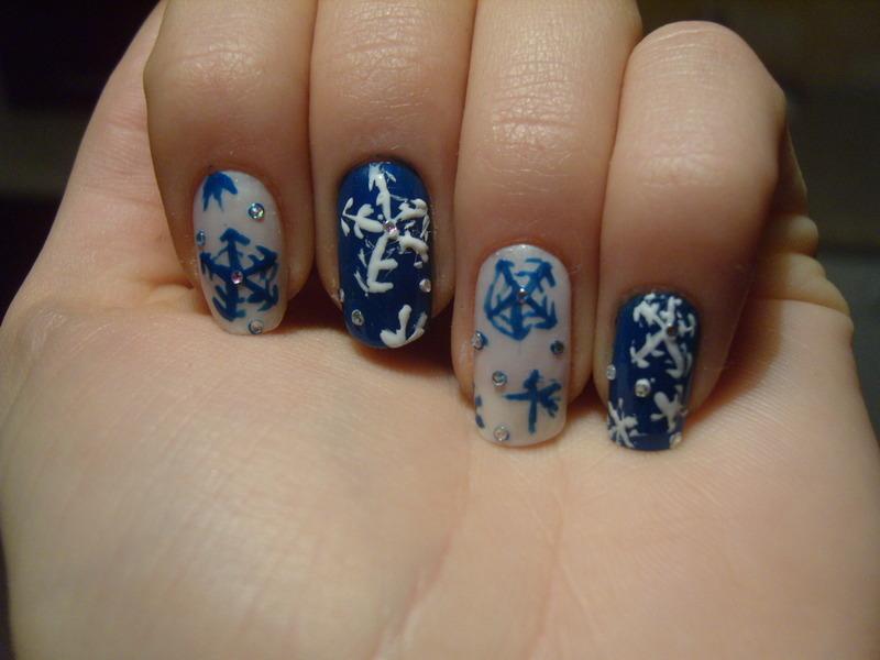 Snowflake ;) nail art by Lakierowniczka