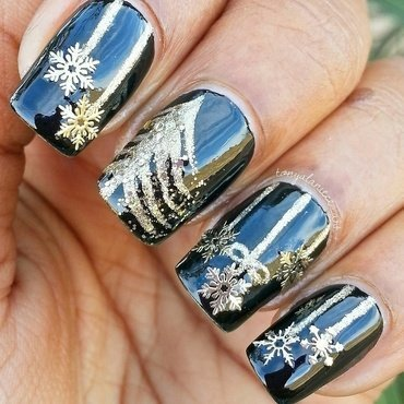 Golden Christmas Tree nail art by Tonya