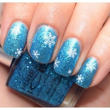 Snow nail art by Beautyfitmom