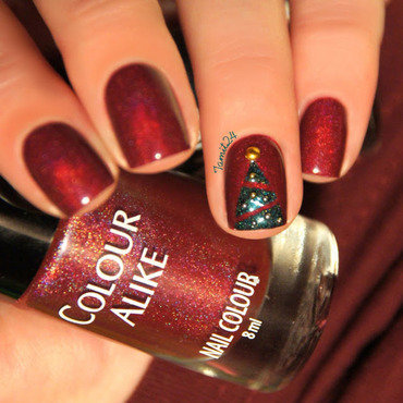 Tiny Christmas Tree nails. nail art by Paulina
