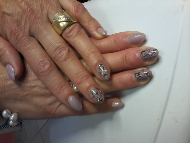 Elegant Nails nail art by Rossella Landi