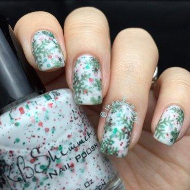 Green Snowflakes nail art by Carmen Ineedamani